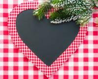 在心脏形状的圣诞卡空白 库存图片