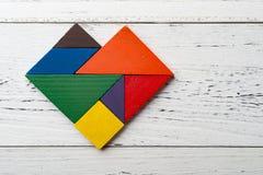 在心脏形状的木七巧板 免版税库存照片