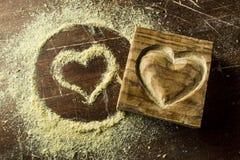 在心脏形状的木头 免版税库存图片