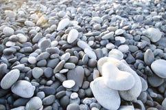 在心脏形状的海滩石头 库存图片