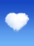 在心脏形状的白色云彩在蓝天的 免版税库存照片