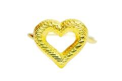 在心脏形状的金下垂有浮雕的贝壳花梢圆环首饰被隔绝的  免版税图库摄影