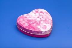 在心脏形状的金属箱子  免版税图库摄影