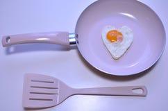 在心脏形状的鸡蛋 免版税库存照片