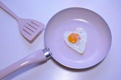 在心脏形状的鸡蛋 免版税库存图片