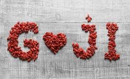 在心脏形状的Goji莓果  免版税图库摄影