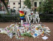 在快乐解放雕塑的纪念品在许多射击的受害者的克里斯托弗公园在脉冲俱乐部,奥兰多的 免版税库存照片