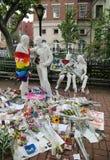 在快乐解放雕塑的纪念品在许多射击的受害者的克里斯托弗公园在脉冲俱乐部,奥兰多的 库存照片