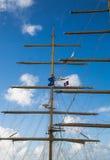 在快速帆船的帆柱与安提瓜岛旗子 图库摄影
