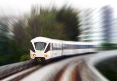 在快速的blurr行动的轻的路轨火车 免版税图库摄影