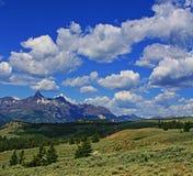 在怀俄明美国负担牙山积云cloudscape 免版税库存图片