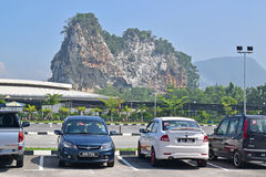 在怡保,霹雳州,马来西亚附近的石灰石小山 图库摄影