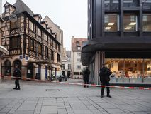 在恐怖袭击以后的史特拉斯堡法国在圣诞节市场上 图库摄影