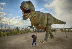 在恐龙公园里面的Tyranosaurus雷克斯沙诺河的,意大利 库存图片