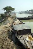 在恒河的三角洲的传统渔船在苏达班密林,印度 图库摄影