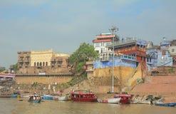 在恒河的小船在瓦腊纳西 库存照片