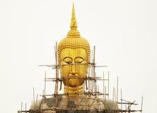 在恢复之下的菩萨雕象 库存图片