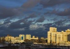 在恶劣天气以后的城市 免版税图库摄影