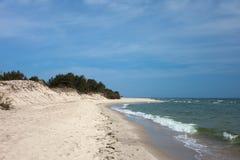 在恶劣环境测井半岛的波罗的海海滩在波兰 免版税图库摄影