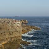 在恶魔口岸的洞A嘴的岩石堤防 免版税库存照片
