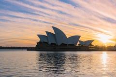 在悉尼歌剧院悉尼澳大利亚的日出 库存照片