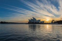 在悉尼歌剧院悉尼澳大利亚的日出 免版税库存图片