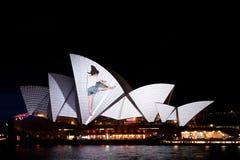 在悉尼歌剧院的生动的轻的节日 图库摄影