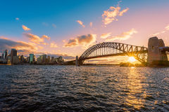 在悉尼港口悉尼澳大利亚的日落 图库摄影