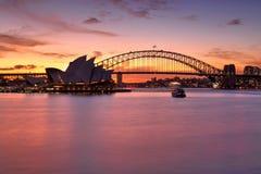 在悉尼港口的壮观的日落 免版税图库摄影