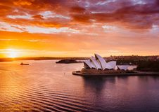 在悉尼港口的精采日出 库存照片