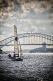 在悉尼港口的18只脚小船 免版税库存图片