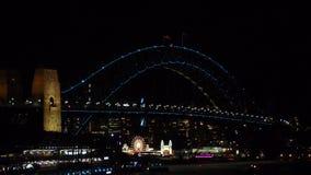 在悉尼港桥的被阐明的光在生动的悉尼是每年灯节、音乐和想法,举行在悉尼 股票视频