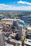 在悉尼CBD和达令港的鸟瞰图有上月郊区的 库存图片