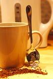在您喝前,危险咖啡-认为 免版税库存图片
