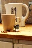 在您喝前,危险咖啡-认为 图库摄影