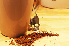 在您喝前,危险咖啡-认为 免版税库存照片