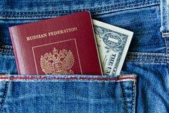 在您的口袋的俄国护照有金钱的 库存图片