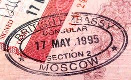 在您的护照的英国签证图章 库存图片
