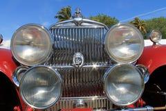 在您的面孔的古董车前面 免版税库存照片