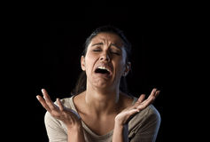 在悲伤和重音的有吸引力的哀伤和绝望拉丁妇女哭泣的被挫败的遭受的问题 库存照片