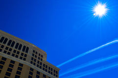 在惊人的贝拉焦旅馆,拉斯维加斯,内华达,美国的蓝天 图库摄影