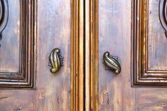 在意大利伦巴第钉子的抽象房子门 免版税库存照片