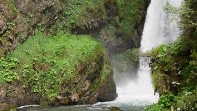 在意大利前阿尔卑斯摄制的小的瀑布 影视素材