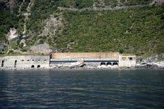 在意大利加入Cinque土地村庄的铁路 免版税图库摄影