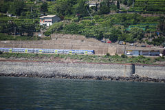 在意大利加入Cinque土地村庄的铁路 库存照片