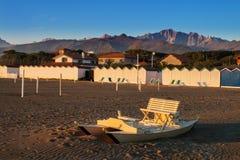 在意大利叫的木桨小船 免版税库存照片