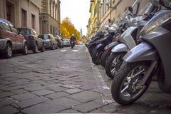 在意大利城市街道的摩托车  免版税库存照片