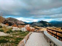 在意大利山的美丽的景色 免版税库存图片