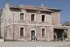 在意大利房子南部的被放弃的大厦  免版税库存照片