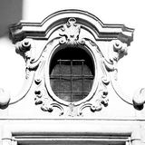 在意大利欧洲大理石和圆花窗的古色古香的contruction w 库存照片